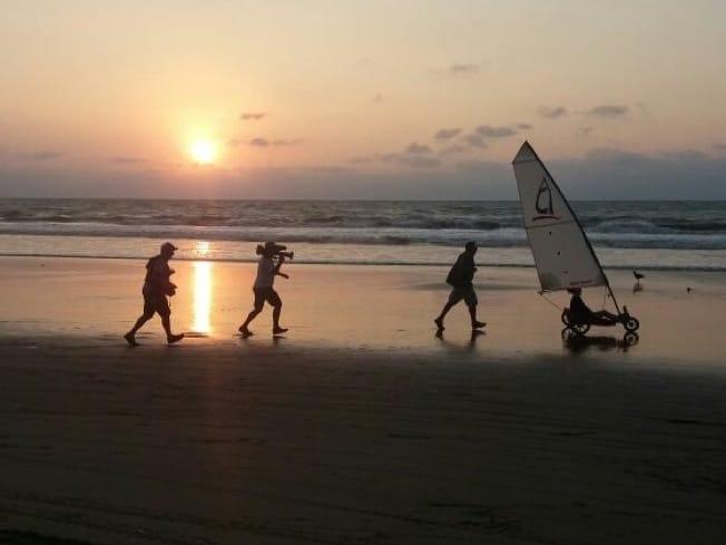 HHI Filmando en las playas de Ecuador