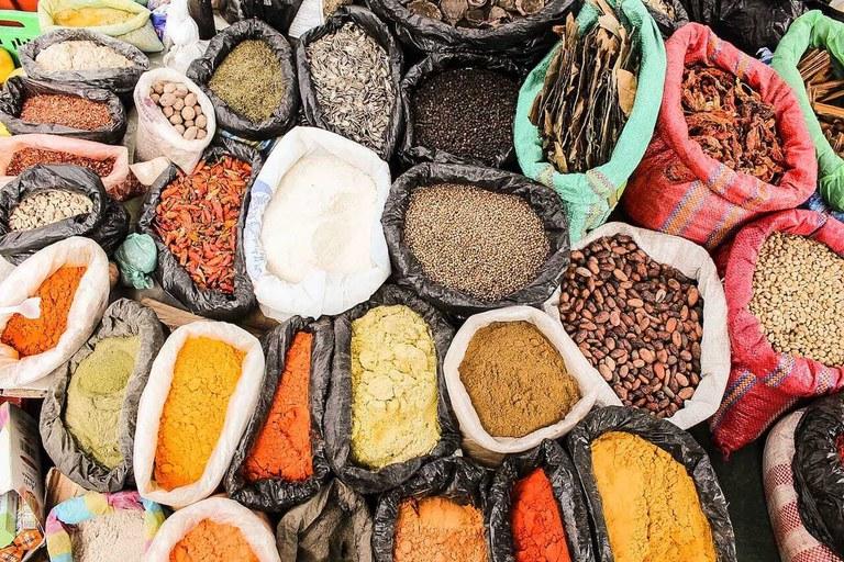 Mercado Tradicional de Especias y Productos Frescos - Otavalo, Ecuador